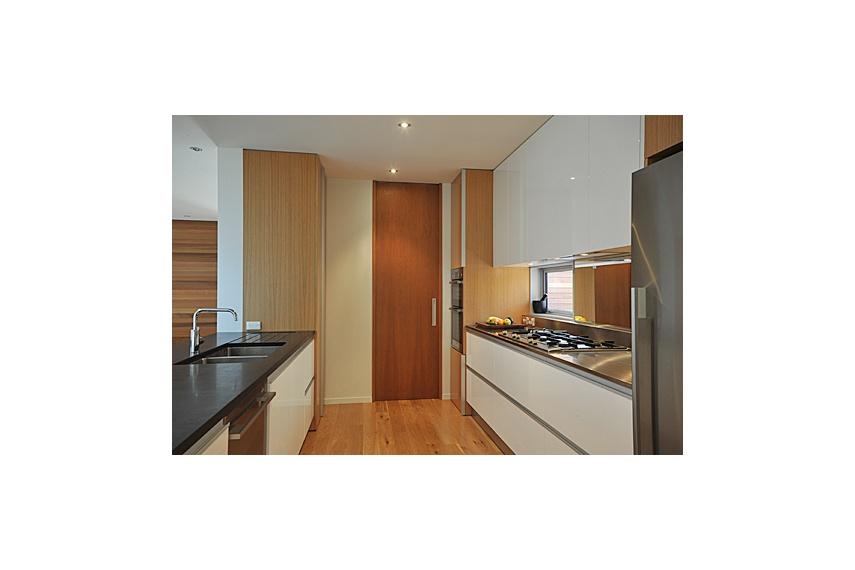 Westmere Kitchen – ¼ cut American oak, Designatek doors, drawers, stainless steel, granite benches