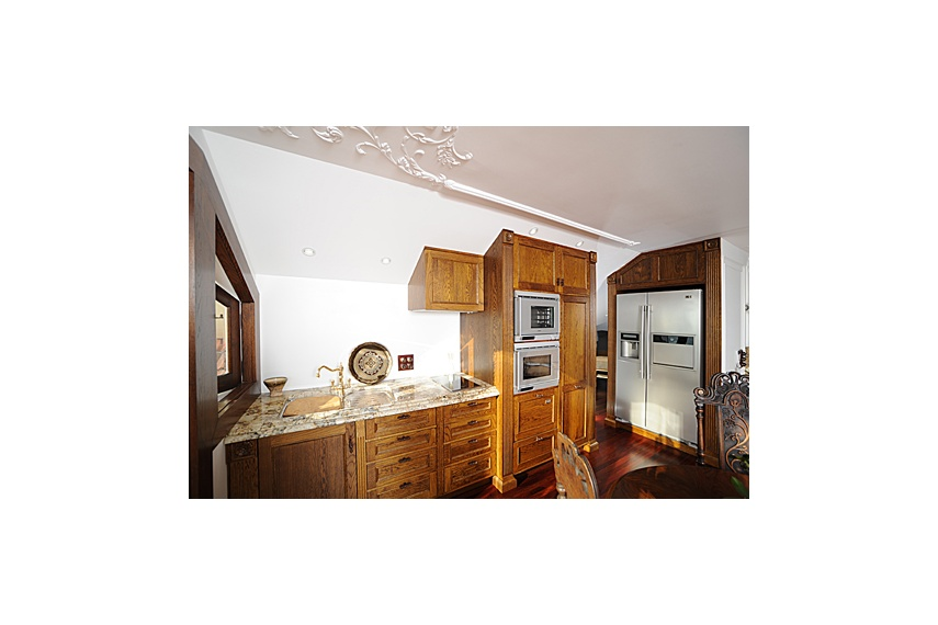 Takapuna Kitchen – solid french oak, fluting/carvings/mouldings soft close draws/doors/carcasses