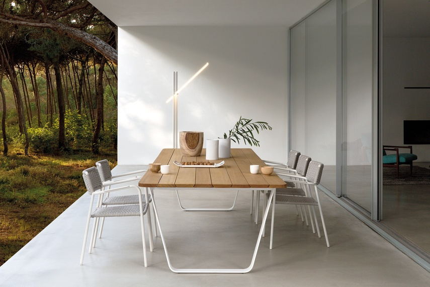 Air table by Manutti.