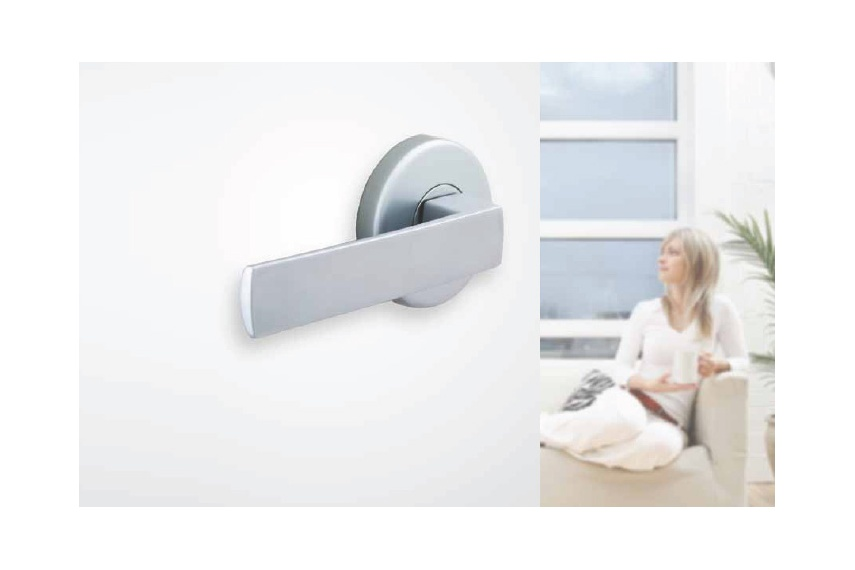 Malta® Velocity® handle, easy to install and available in passage, privacy or dummy half sets