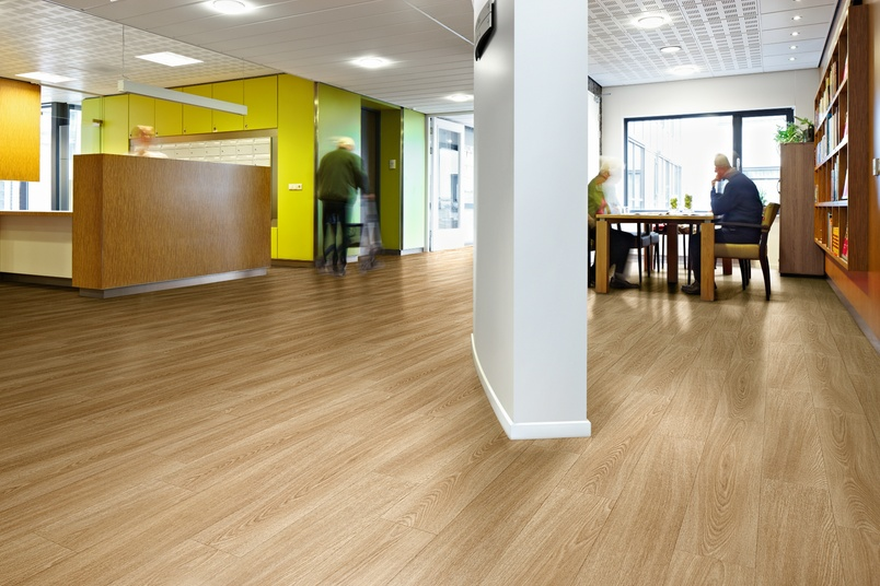 The floor coverings in the Sarlon acoustic project vinyl collection have been developed and tested to maximise impact sound reduction.