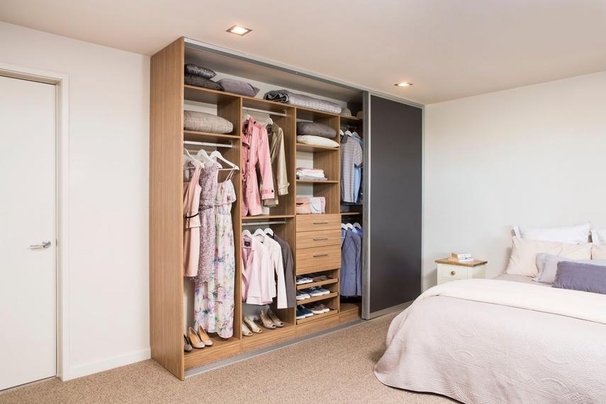 Classic wardrobe system