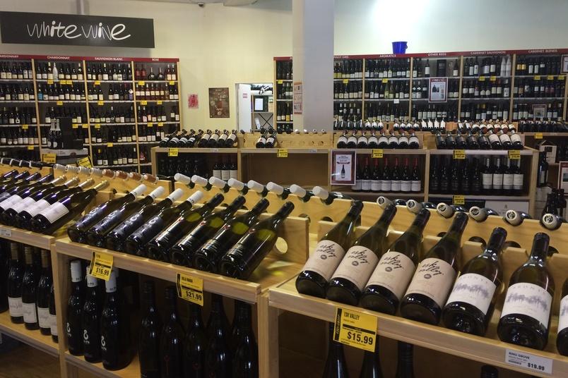 Glengarry's Lundia shelves.