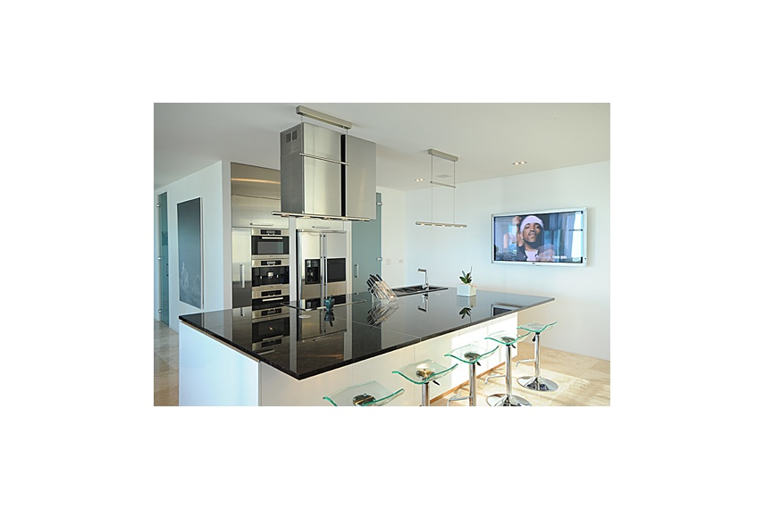 Te Atatu Kitchen –painted MDF cabinets, MUF fronts/panels, touch release doors along Island back