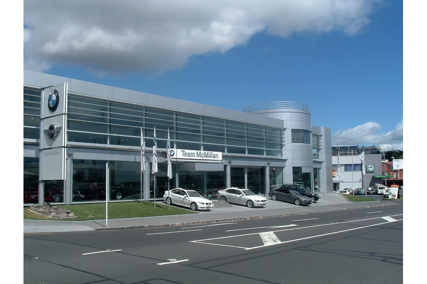 Low rise panel wall - BMW, Auckland