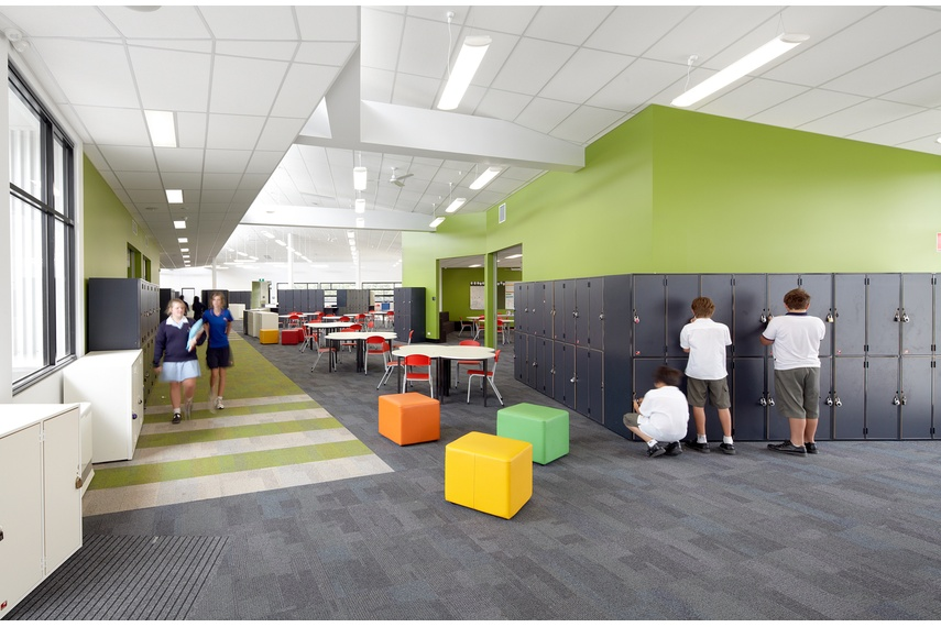 With the Discovery collection it is easy to create focus areas, soft zoning, breakout spaces and pathways.