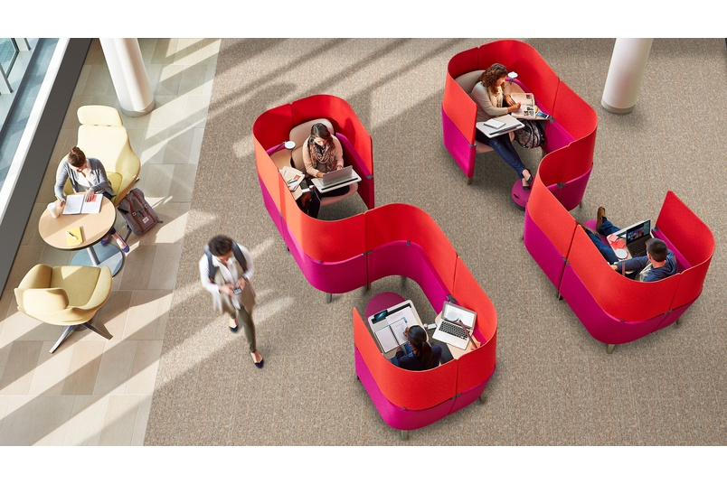 The Brody WorkLounge features patented LiveLumbar™ technology.