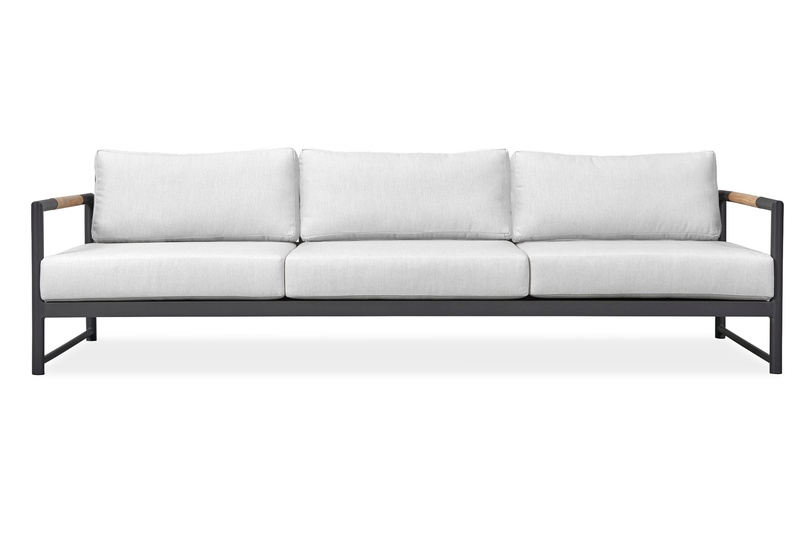 Breeze XL sofa by Harbour Outdoor.