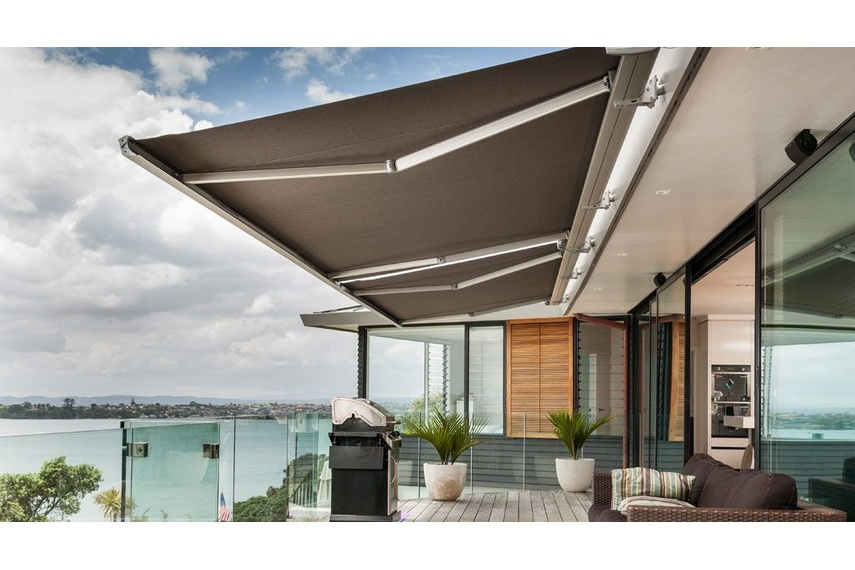 Only robust, corrosion-resistant components and durable fade-resistant fabrics are used to manufacture Luxaflex fabric awnings.