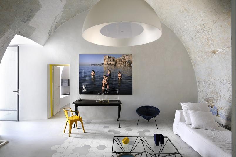 Marmo Bianco Esagona tiling inside.