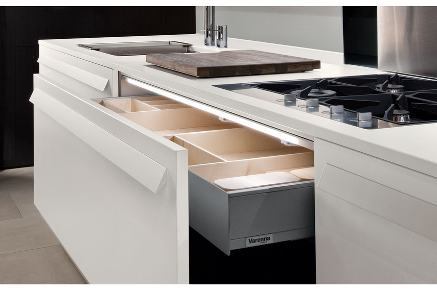 A wide choice of handles and electric drawer mechanisms can be selected.