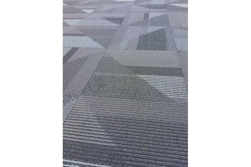 Oblique carpet tile