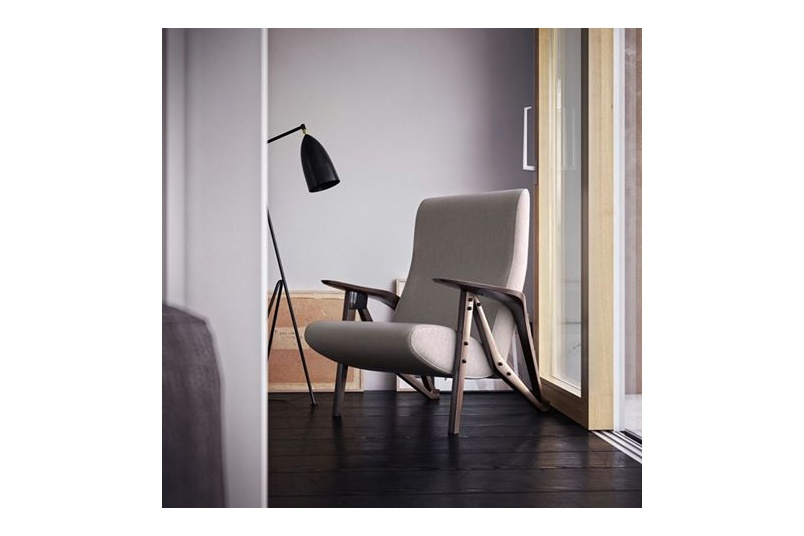 The Gilda armchair pays homage to Carlo Mollino.