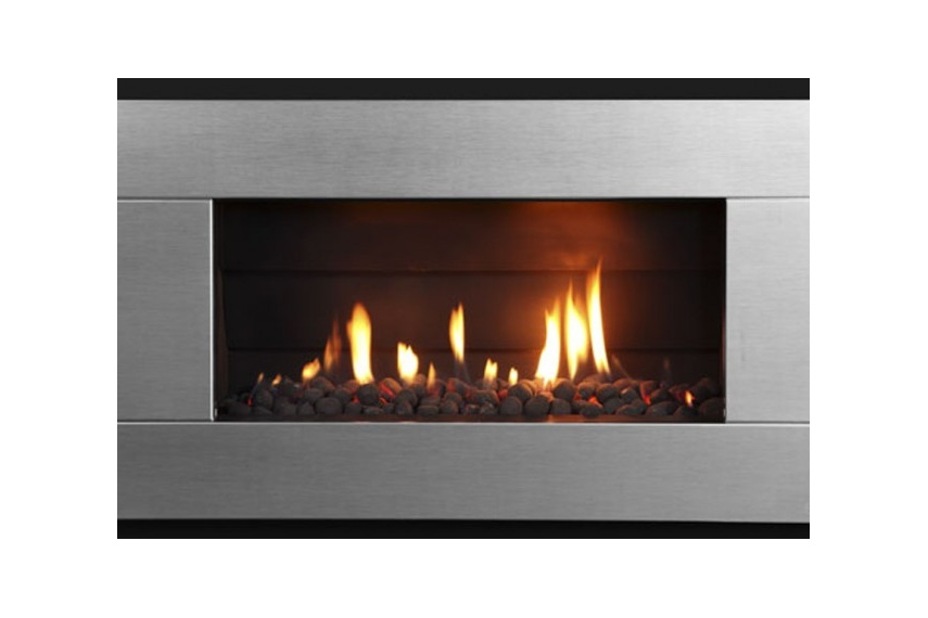 Escea ST900 gas fireplace (Stainless Steel Ferro fascia and Black Pebbles fuel bed).