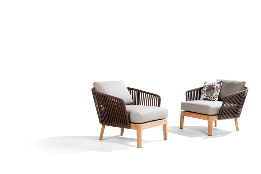 The Mood bar chair combines teak and handwoven, earthbrown Tricord yarn.